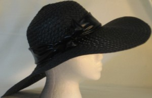 Wide brim hat in black paper braid with black band-side