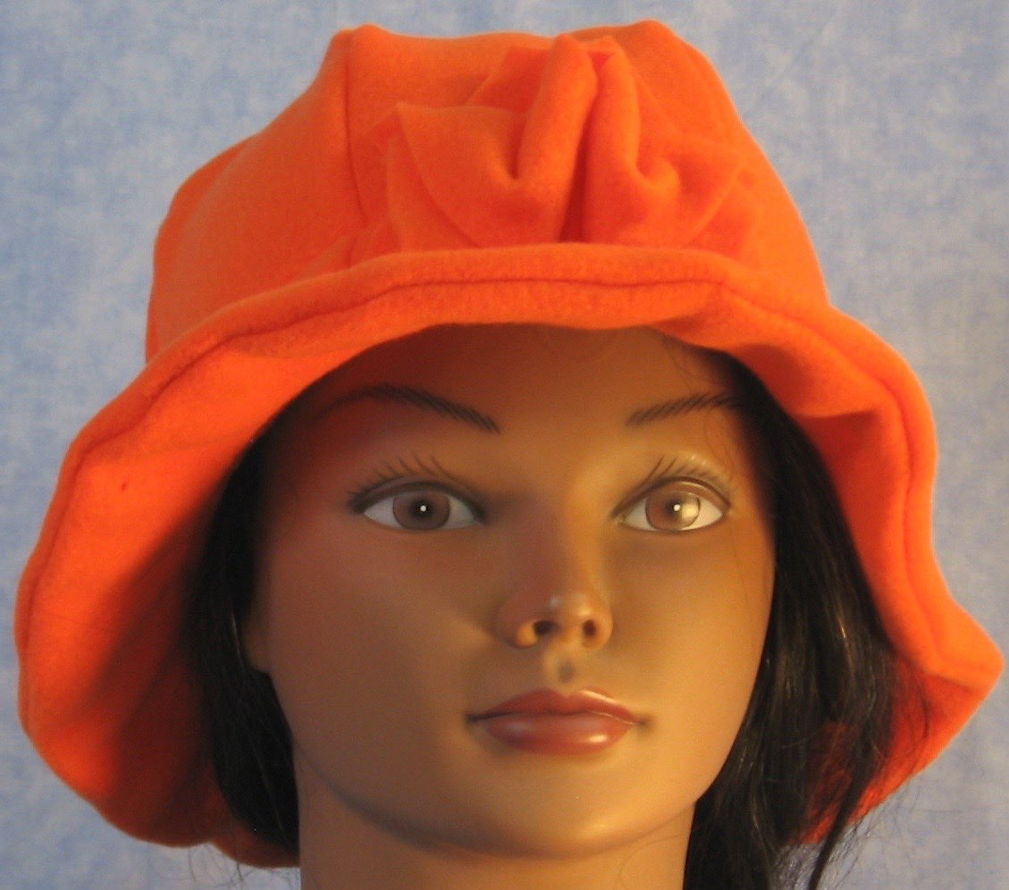 Cloche Hat in Orange-Youth L-XL