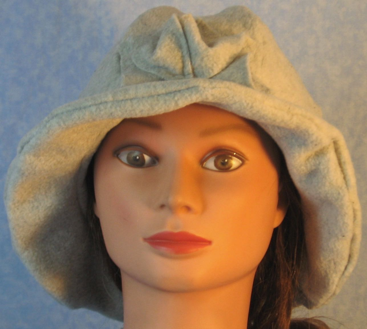 Cloche Hat in Light Gray-Adult L