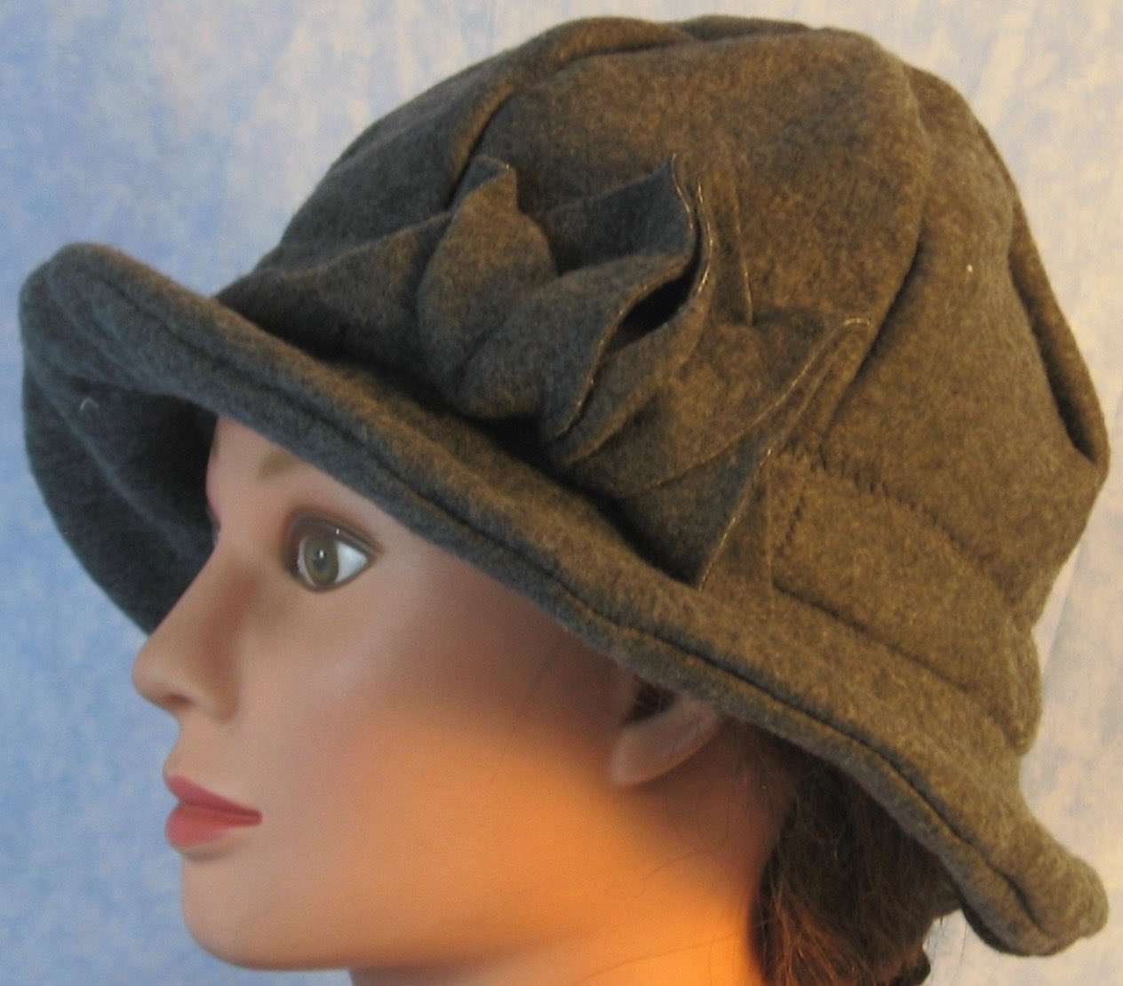 Cloche Hat in Dark Gray-Adult M