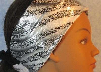 Headband-Black Dotted Waves on Silver-right
