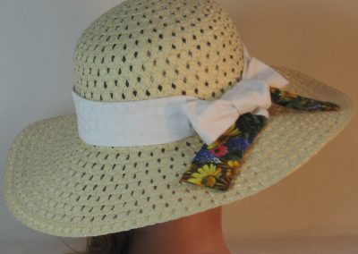 Floppy Hat Band in White Daisy Imprint Ties Daisy Flowers - back
